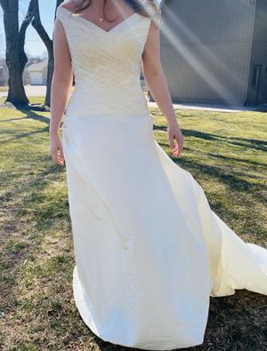 Wedding Dress for Sale in Lee's Summit, MO
