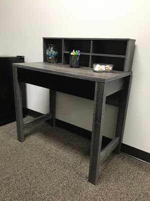 Mindy Student Desk, Distressed Grey an Black Color for Sale in Fountain Valley, CA