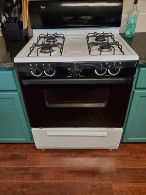 Whirl pool dishwasher and whirlpool gas stove for Sale in Austin, TX