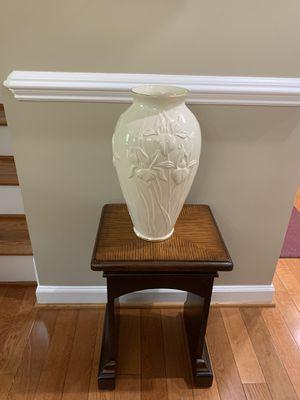 Lenox lover vase 15 inch for Sale in Alexandria, VA