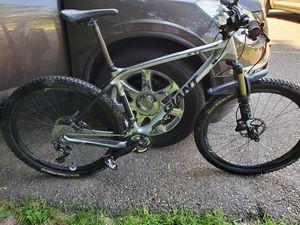 Giant xtc advance 1,carbon mountain bike,25lbs for Sale in The Bronx, NY