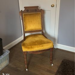 Beautiful Antique Yellow Crushed Velvet Chair for Sale in Bethesda,  MD