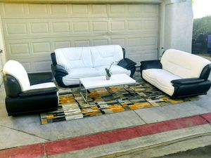 Nice black and white leather sofa set • Good condition for Sale in Las Vegas, NV