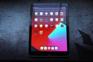 Ipad 5th Gen 32gb for Sale in Atwater, CA