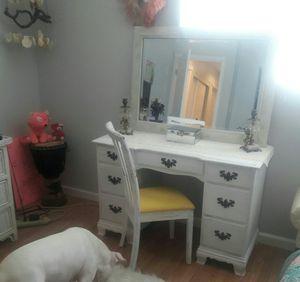 Antique desk & chair for Sale in Las Vegas, NV