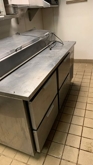 Beverage air pizza prep table for Sale in Clermont, FL