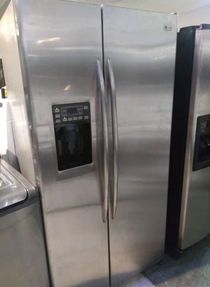 Stainless steel side by side refrigerator. $499 for Sale in Orlando, FL