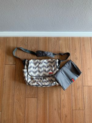 Skip Hop White & Grey Chevron Diaper bag with changing pad for Sale in Chino Hills, CA