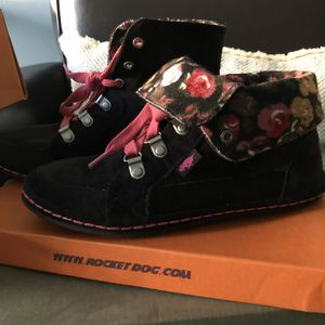 Girl Size 4 black & Pink boots for Sale in Brookline, MA