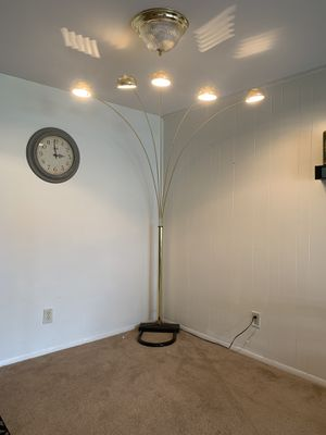 5 light floor lamp for Sale in Lakewood Township, NJ
