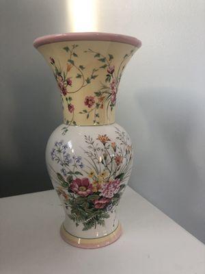 Flower vase for Sale in Walnut Creek, CA