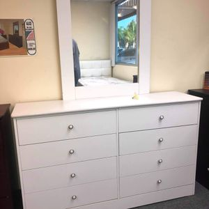 Compressed Wood Dresser with Mirror for Sale in Long Beach, CA