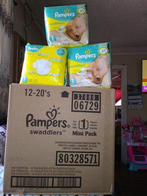 Pampers swaddlers newborn y size 1 caja trae 240 Diapers en target caja trae solo 140 valor 40 tax precio mio 45 por caja sin taxes for Sale in Los Angeles, CA