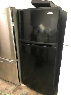 Black whirlpool refrigerator for Sale in Solon, OH