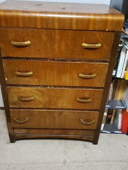 Free Dresser for Sale in Newberg,  OR