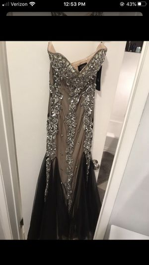 Prom Dress size 6 for Sale in Los Angeles, CA