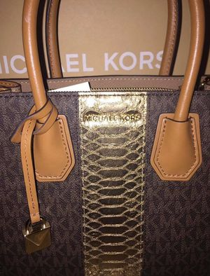 New Authentic Michael Kors Messenger Top handle Brown & Gold signature crossbody bag ~ Retails for $248 for Sale in St. Petersburg, FL
