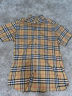 Burberry shirt size small for Sale in Douglasville, GA
