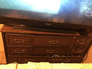 Good dresser and bed queen size bed for Sale in Murphysboro, IL