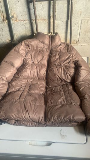 cute fitted old navy puffer jacket for Sale in Bloomington, IL