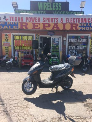 49cc moped with alloy wheels for Sale in Dallas, TX