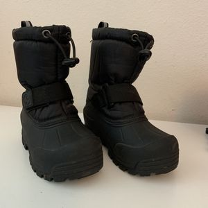 Kids Snow boots size 9 for Sale in Chino, CA
