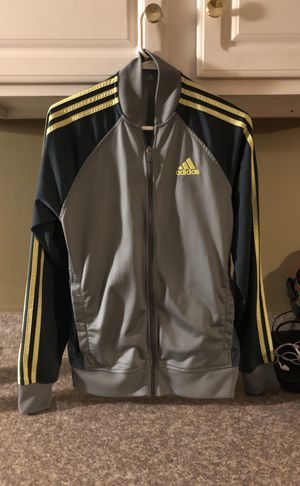 Adidas top, sz small for Sale in Bloomington, IL