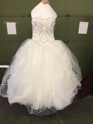 Lazaro dress and veil size 10 for Sale in Greenwich, CT