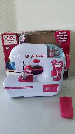 SINGER Zig Zag Chainstitch Toy Sewing Machine for Sale in Brownsville, TX
