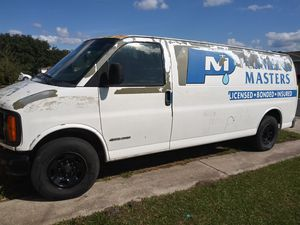 Chevy express 2002 for Sale in Kissimmee, FL