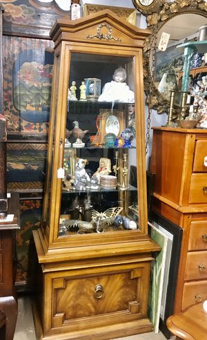 Curio cabinet for Sale in Jacksonville, FL