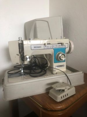 Dressmaker brand sewing machine WORKS GREAT for Sale in Stockton, CA