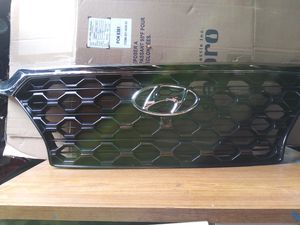 2019-2020 HYUNDAI SANTA FE sport front Grille Chrome OEM Used 86366-S2110 for Sale in Wilmington, CA
