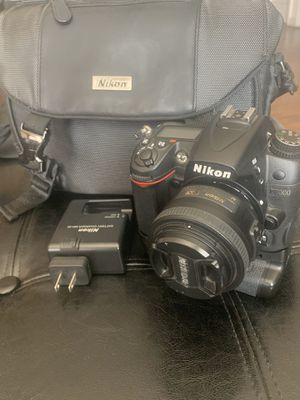 Nikon D7000 w/ 35mm lens 1.8 and Camera Bag for Sale in Los Angeles, CA