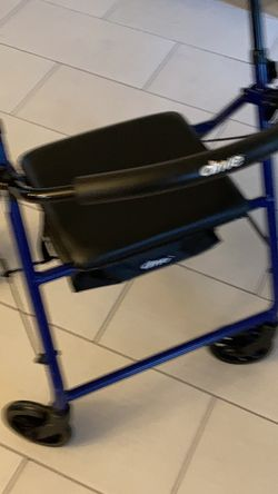Adult Walker In Excellent Condition for Sale in Orlando,  FL