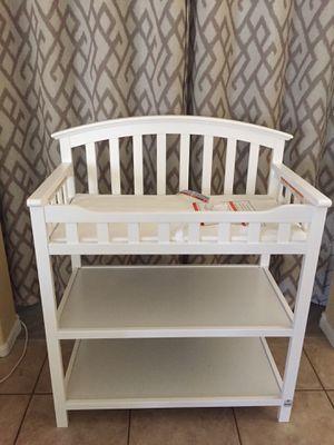 Graco Arlington baby changing table for Sale in El Mirage, AZ