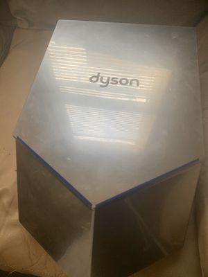 Dyson v air blade back panel is cracked still functions for Sale in Brooklyn Park, MD