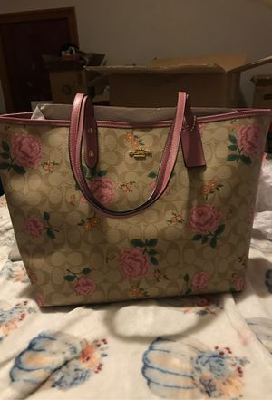 Flower coach tote 🌺 🌸 for Sale in Clairton, PA