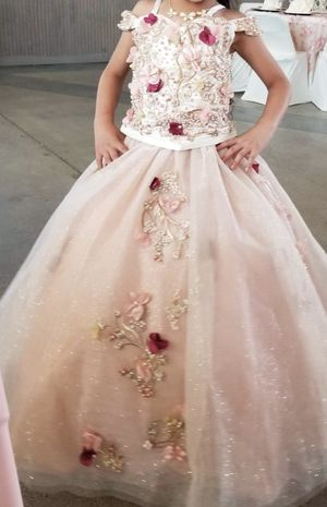 Blush color flower girl dress for a 5-6 year old girl for Sale in Fort Worth, TX