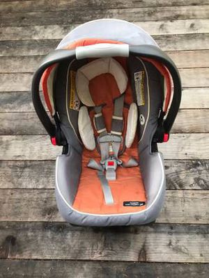 Graco Snugride 35 baby car seat for Sale in Beaverton, OR