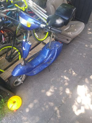 Electric scooter *lost charger when moving & needs back tube *make offer PICK-UP ONLY! for Sale in Cleveland, OH