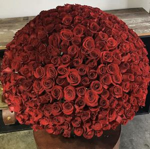 RED ROSES ♛ for Sale in Bell, CA