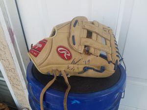 """Rawlings Youth baseball glove RHT 11.5"""" for Sale in Hesperia, CA"""