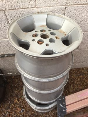 Free Jeep Rims, good shape just dirty! Not sure of size, aluminum for Sale in Chandler, AZ