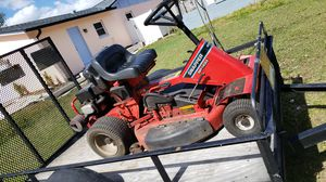 Utility trailer whit riding lawn mower for Sale in Valrico, FL