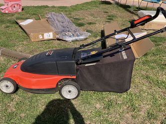 Lawn Mower Electric Black Decker Like New for Sale in Manteca,  CA