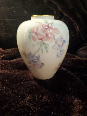 Lenox China 'Chatsworth' Floral Vase for Sale in Palm Beach Shores, FL