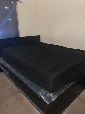 Queen Size Bed Set for Sale in Anaheim, CA