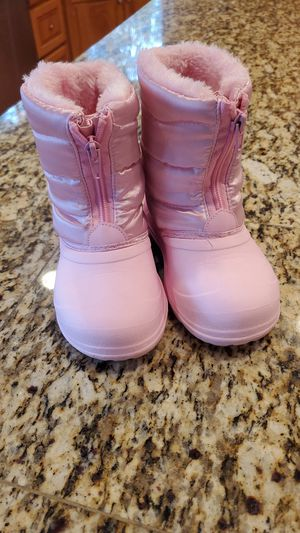 The doll maker pink toddler girl snow winter boots size 10 for Sale in Renton, WA
