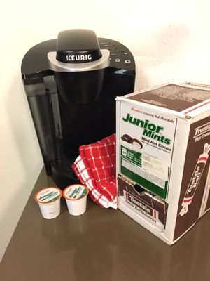 Keurig K55 with variety cocoa pod set. for Sale in Seattle, WA